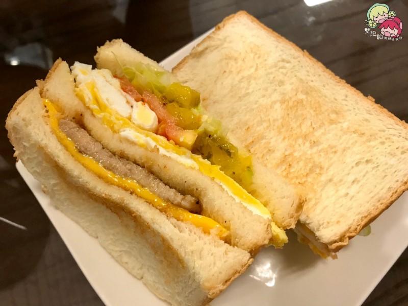 大城早午餐,入口即化的起司蛋吐司-鮮奶吐司-黑椒里肌蛋 $50