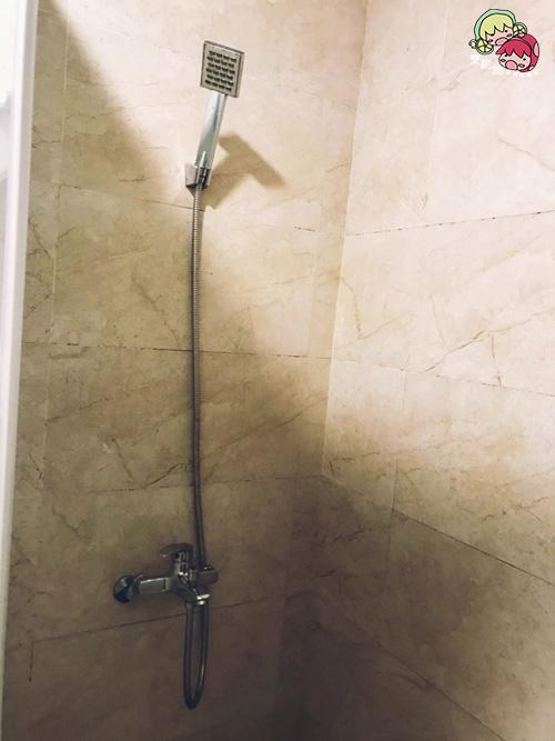 【台東住宿】二高輕旅,入住人數少的青年旅社,個人床舖空間寬敞隱密!衛浴